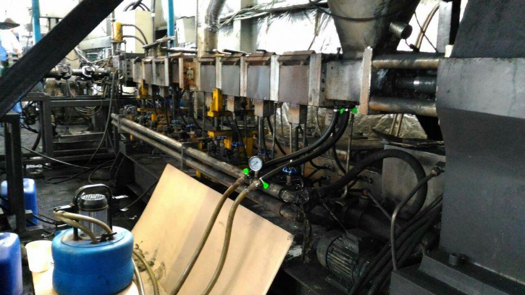 Промывка химических способом зон охлаждения экструдера от накипи и загрязнения