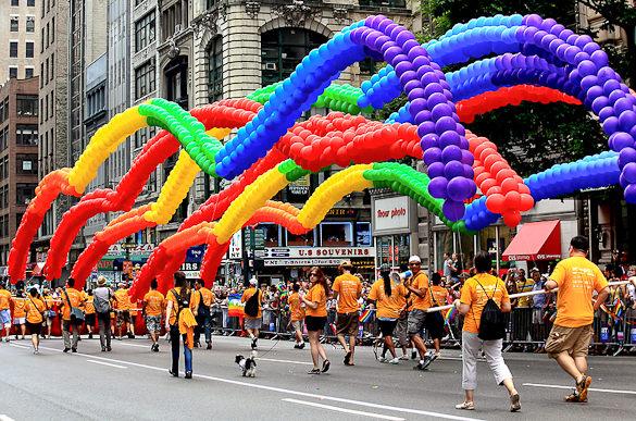 rainbow-balloons-nyc-gay-pride-parade