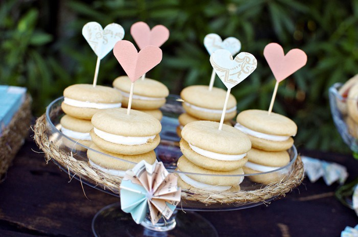 whoopies-w-hearts-via-the-sweetest-occasion